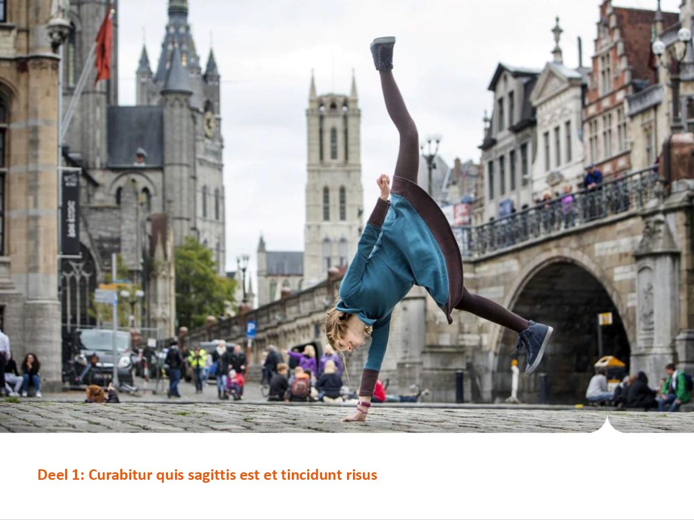 """Dia-type """"hoofdstuktitel met foto"""", gepersonaliseerd voor de submerken van het basisonderwijs. Powerpoint-sjabloon van de Stad Gent."""